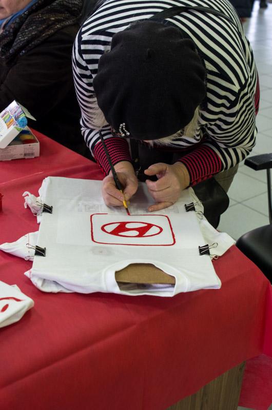 мастер класс роспись футболок в автосалоне