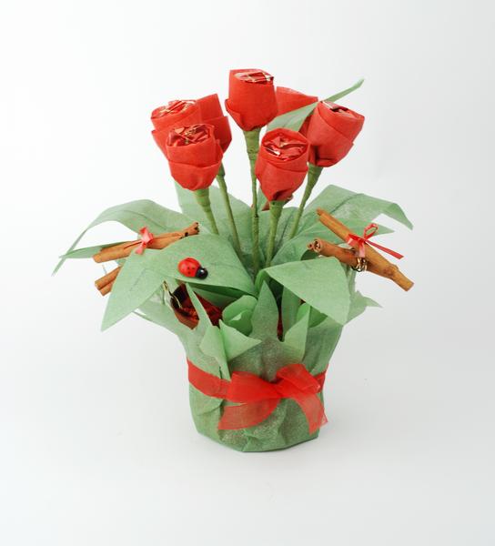 Подарок маме цветы из конфет