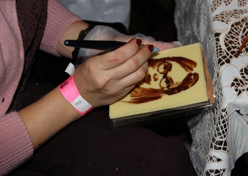 шоколадный шаржист художник