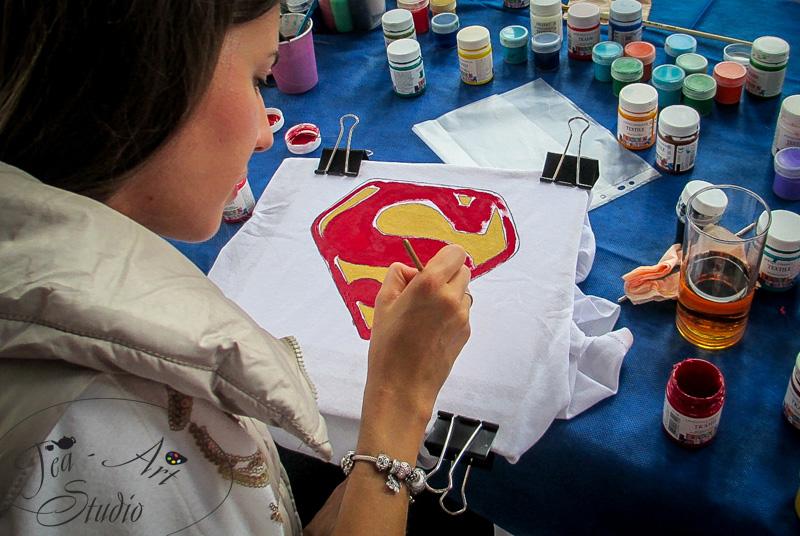 выездной мастер класс по рисованию на футболках