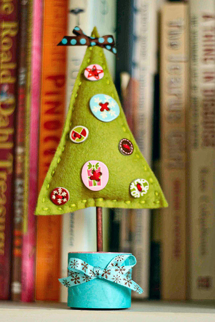 5-diy-felt-tabletop-christmas-trees