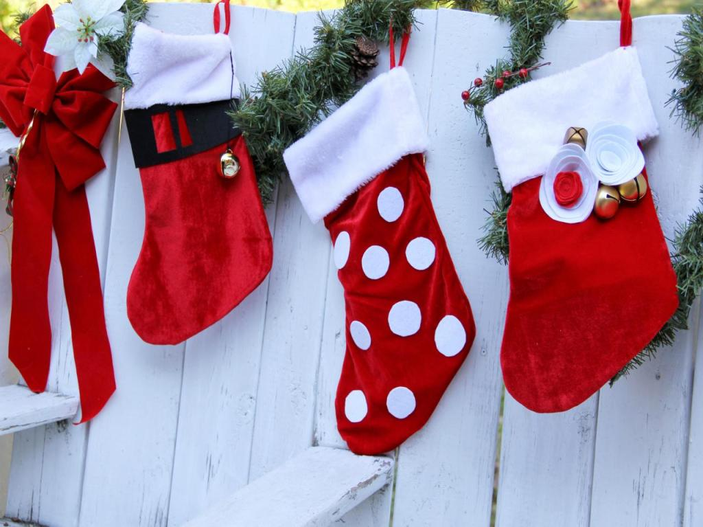 CI-Jess-Abbott-Embellish-Christmas-Stockings-on-fence_h.jpg.rend.hgtvcom.1280.960