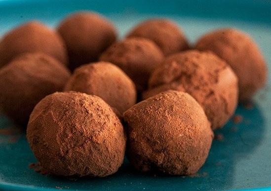 chocolate-truffles-bite-horiz-a2-640